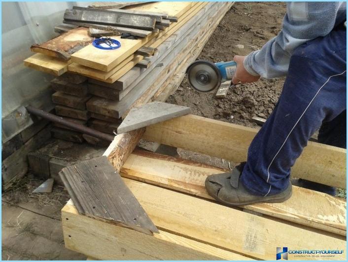 Detaljeret fotorapport: høje senge fra planker