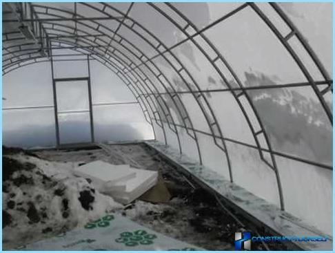 How to make ventilation in the greenhouse from polycarbonate
