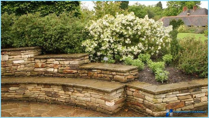 The use of retaining walls in the landscape