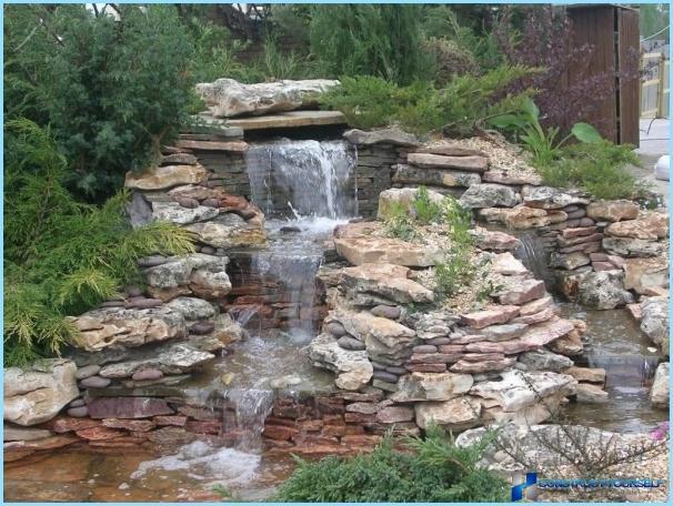 Hvordan man laver et vandfald med egne hænder i landet