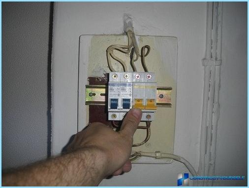 Wir schließen einen einphasigen Stromzähler an