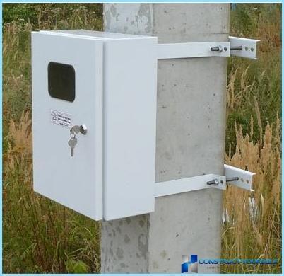 Montaggio e installazione di un quadro elettrico in una casa, appartamento, in una casa di campagna