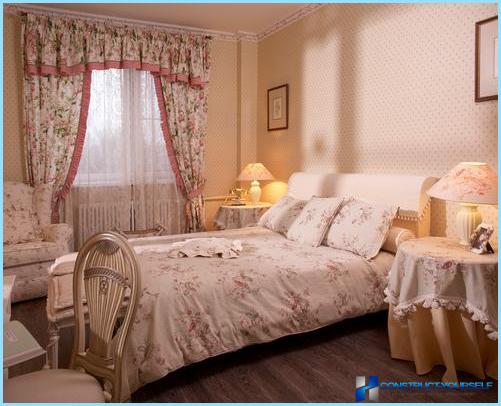 Tende e carta da parati per la camera da letto in stile provenzale