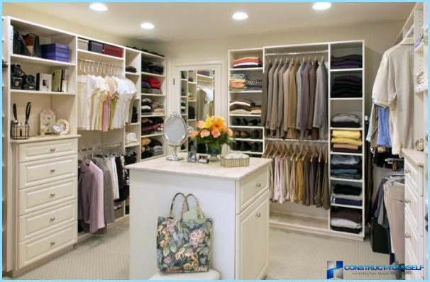 Opzioni interne e di design per un grande spogliatoio