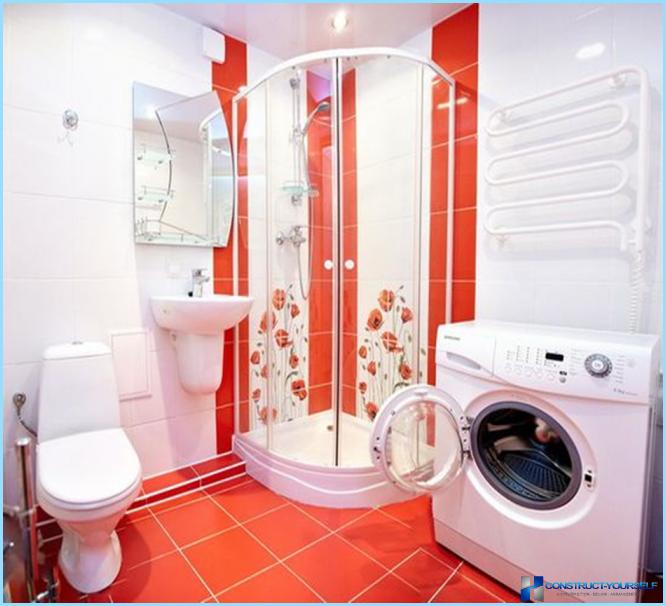 Yhdistetyn kylpyhuoneen suihkulla