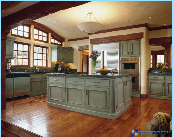 Engelsk stil i det indre af køkkenet