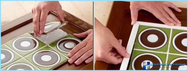 De keukenset bijwerken met zelfklevende tape