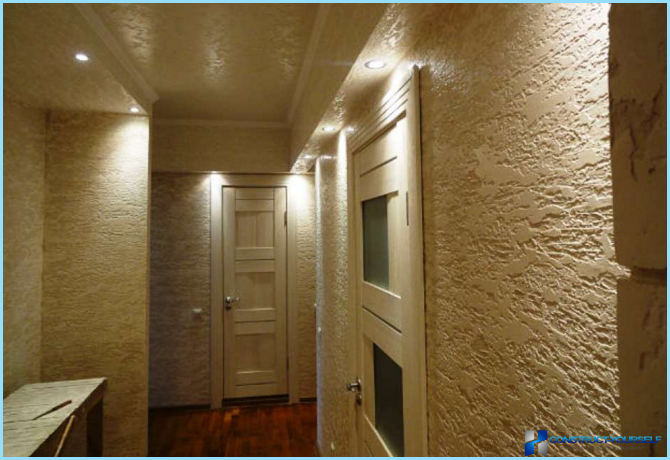 玄関を飾り石膏で飾る