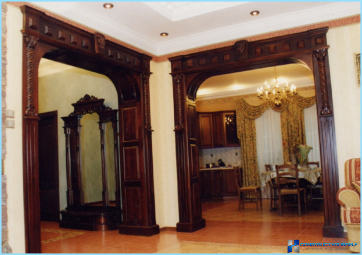 The design of the arches in the hallway