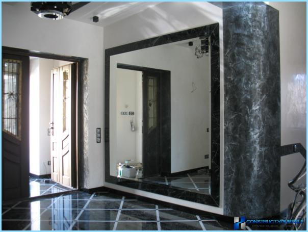 Spejl i gangen indvendigt