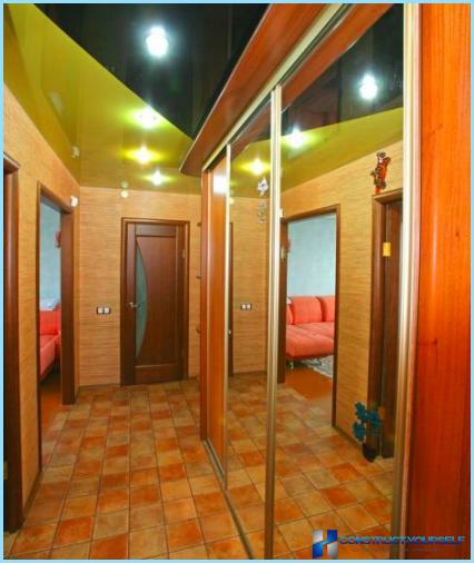 עיצוב התקרה במסדרון עם תמונה