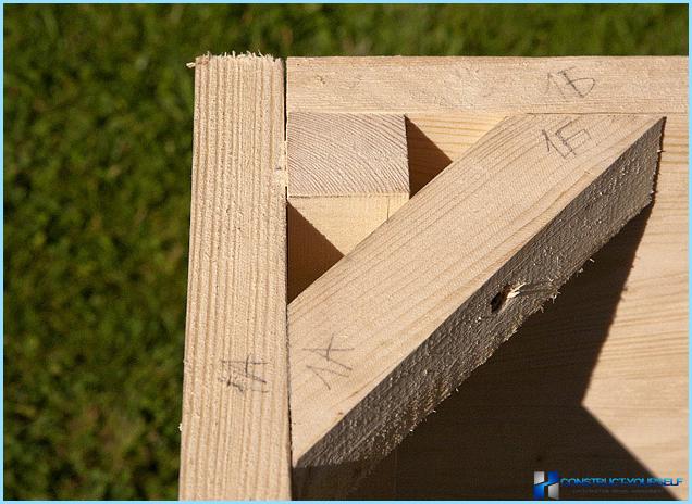 Gør-det-selv-sandkasse med bænkafdækning