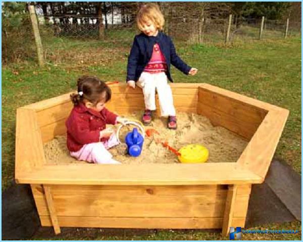 Lasten hiekkalaatikko puusta
