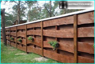 Recinzione in legno per il sito