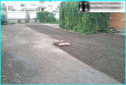 Löysää maaperää ennen kylvää ruohoa
