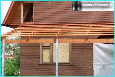 The formation of the sheathing beneath the sheets of the flexible roofing