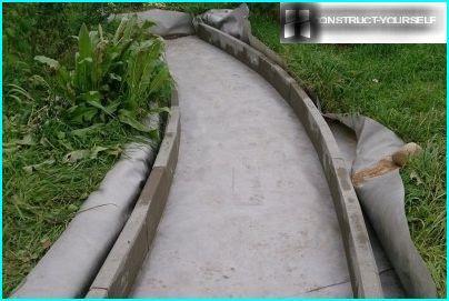 Apmales akmeņu pielāgošana sliežu ceļa izliekumam