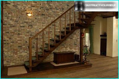 trappe med en platform