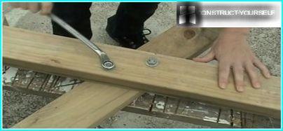 Befestigungsteile von Tischseiten mit Möbelschrauben