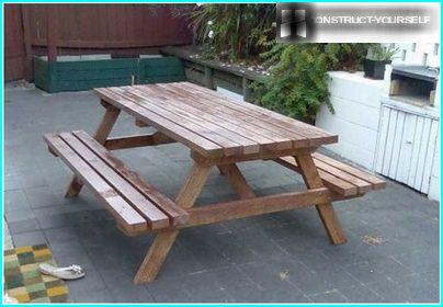 Application of protective coloring composition and on details of wooden table