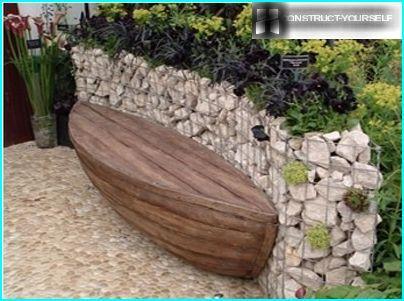 Muro di sostegno del gabbione con panca integrata per il relax