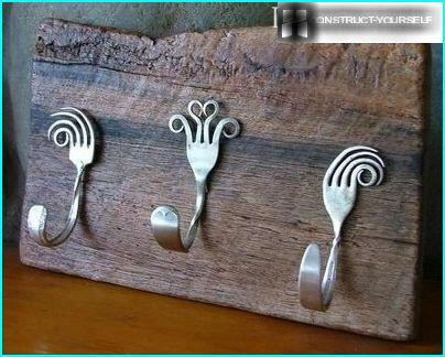 The coat rack made of forks