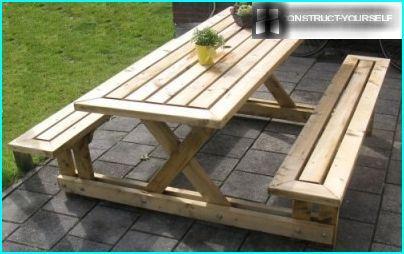 Table et deux bancs