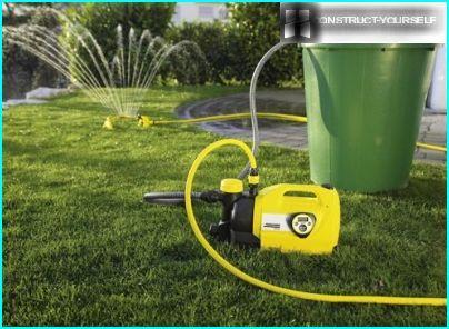 Avec une pompe à baril, l'eau peut être pompée à partir de réservoirs jusqu'à 1,2 m de profondeur.