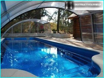 Auvent sur la piscine extérieure