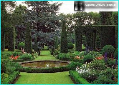 Lampi italialaisessa puutarhassa