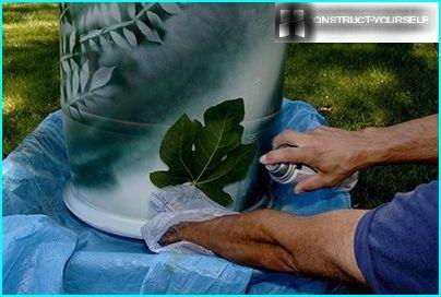 Dipingere un barile di plastica
