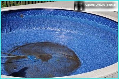 การทำความสะอาดก้นสระว่ายน้ำจากมลภาวะ