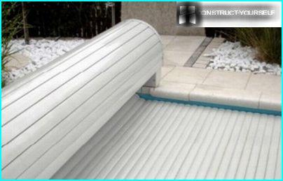 Automatic blinds for swimming pools