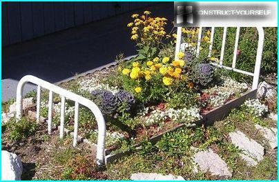 Farverig blomsterhave i et usædvanligt design