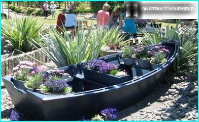 Boat decorated with potted seasonal flowers
