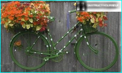 Pārvietojams puķu dārzs no velosipēda