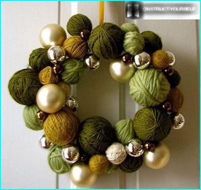 A wreath of balls
