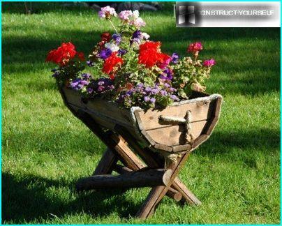 Blomsterbed i truget