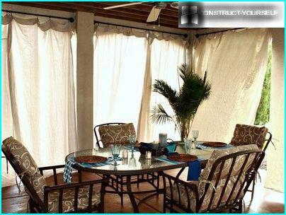 Scegliamo tende per un pergolato da giardino e una veranda: segreti di design