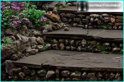 Садові сходи з великими ступенями