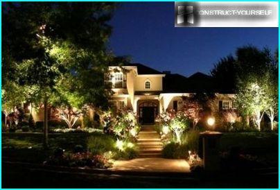 Вечірнє підсвічування садових сходів